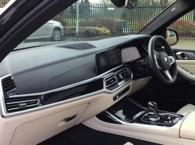 2019 BMW M50d (Black) - Image: 7