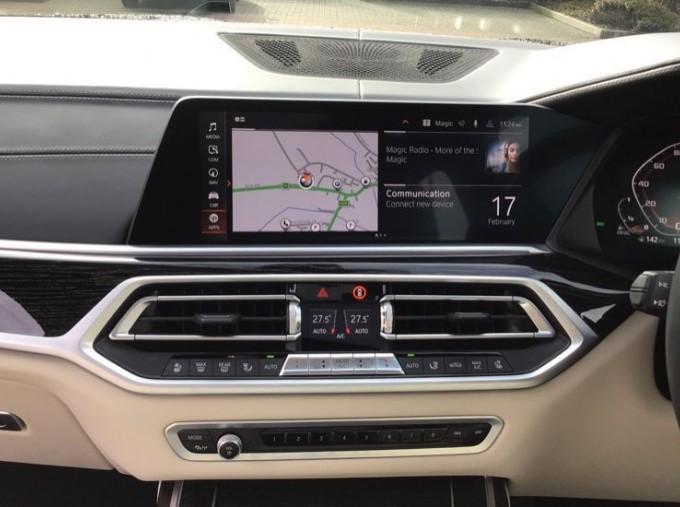 2019 BMW M50d (Black) - Image: 8