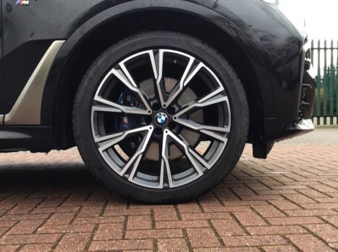 2019 BMW M50d (Black) - Image: 14