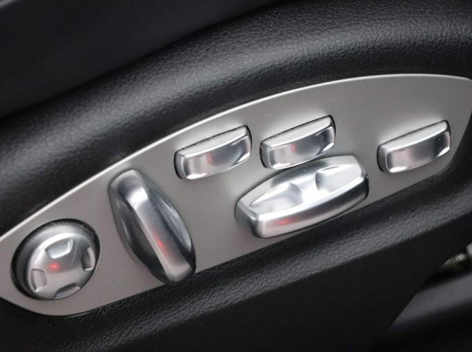 2017 Porsche Turbo PDK 4WD 5-door (Grey) - Image: 34