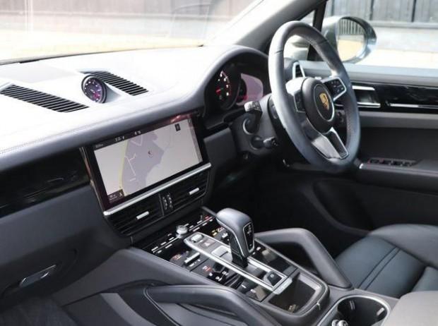 2020 Porsche V6 Tiptronic 4WD 5-door (Black) - Image: 2