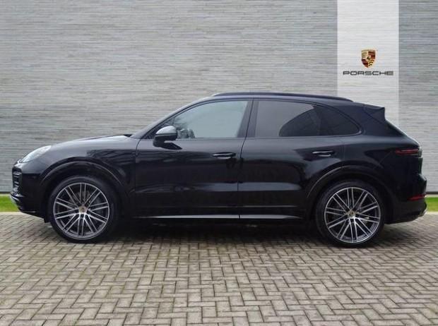 2020 Porsche V6 Tiptronic 4WD 5-door (Black) - Image: 4