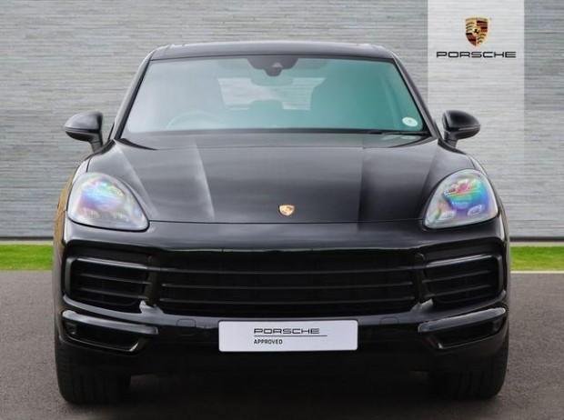 2020 Porsche V6 Tiptronic 4WD 5-door (Black) - Image: 5
