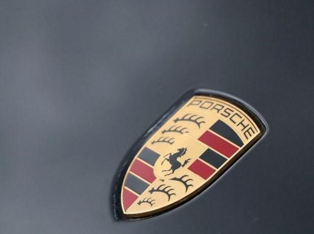 2020 Porsche V6 Tiptronic 4WD 5-door (Black) - Image: 9