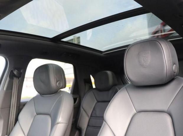 2020 Porsche V6 Tiptronic 4WD 5-door (Black) - Image: 11