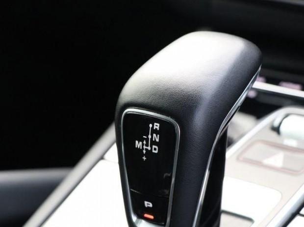 2020 Porsche V6 Tiptronic 4WD 5-door (Black) - Image: 14