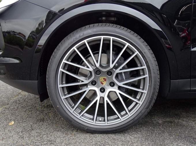 2020 Porsche V6 Tiptronic 4WD 5-door (Black) - Image: 24