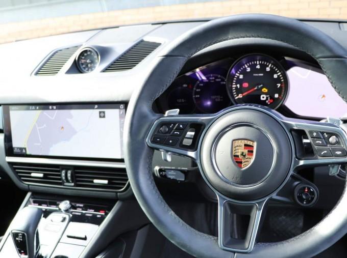 2020 Porsche V6 Tiptronic 4WD 5-door (Black) - Image: 29