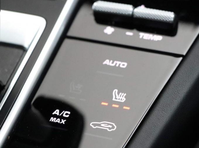 2020 Porsche V6 Tiptronic 4WD 5-door (Black) - Image: 35