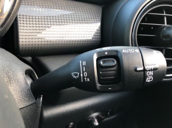 2019 MINI 5-door Cooper Classic (Black) - Image: 22