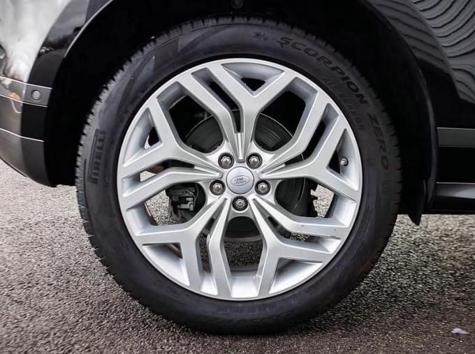 2019 Land Rover P200 MHEV R-Dynamic SE Auto 4WD 5-door (Black) - Image: 8