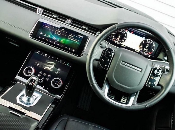 2019 Land Rover P200 MHEV R-Dynamic SE Auto 4WD 5-door (Black) - Image: 10