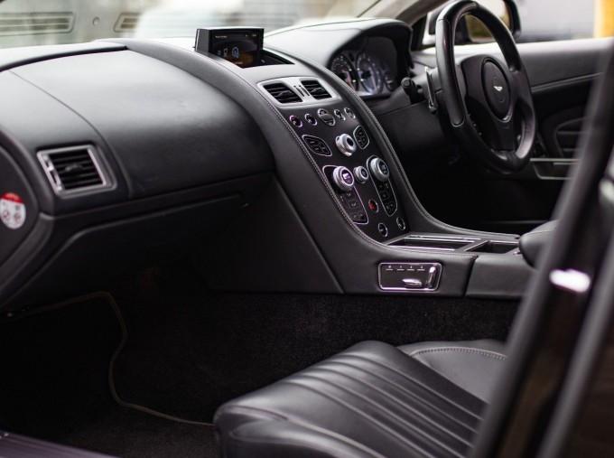 2016 Aston Martin 5.9 GT Touchtronic II 2-door (Black) - Image: 7