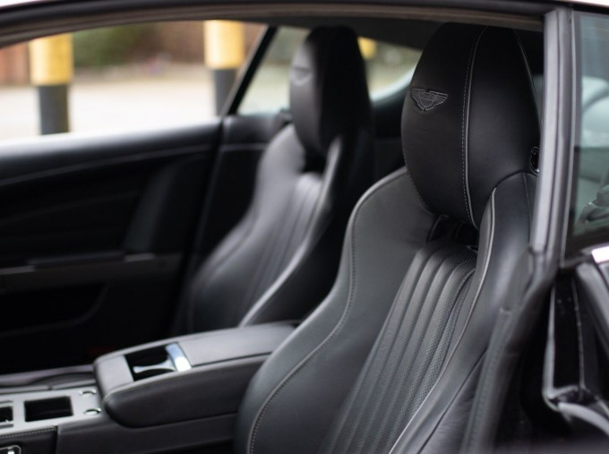2016 Aston Martin 5.9 GT Touchtronic II 2-door (Black) - Image: 11