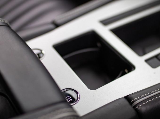 2016 Aston Martin 5.9 GT Touchtronic II 2-door (Black) - Image: 17