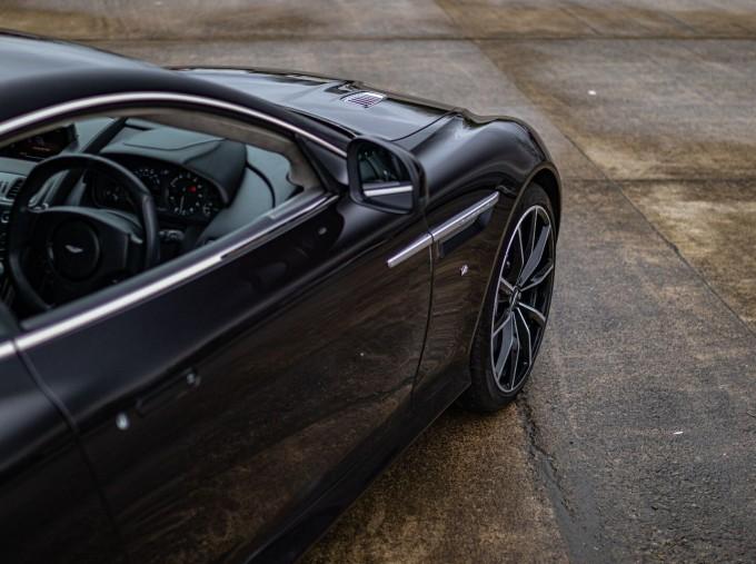 2016 Aston Martin 5.9 GT Touchtronic II 2-door (Black) - Image: 29