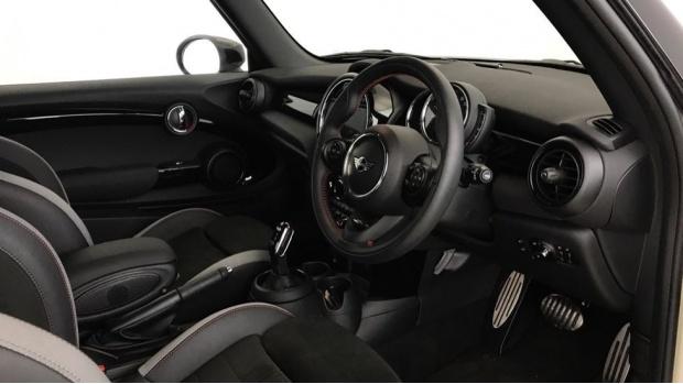 2020 MINI 3-door Cooper Sport (White) - Image: 5
