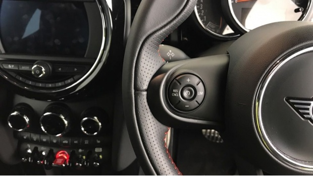 2020 MINI 3-door Cooper Sport (White) - Image: 17