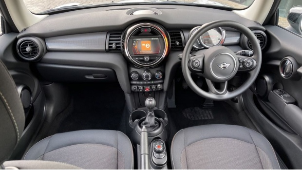 2021 MINI 3-door Cooper Classic (Grey) - Image: 4