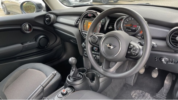 2021 MINI 3-door Cooper Classic (Grey) - Image: 6