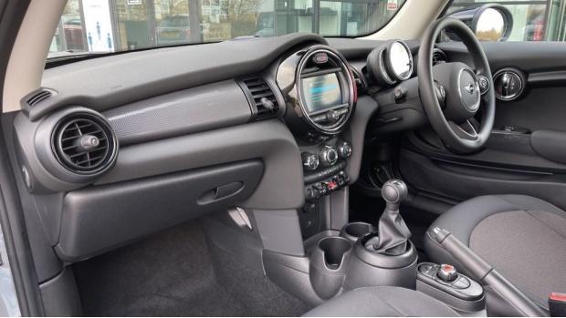 2021 MINI 3-door Cooper Classic (Grey) - Image: 7