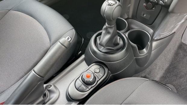 2021 MINI 3-door Cooper Classic (Grey) - Image: 10