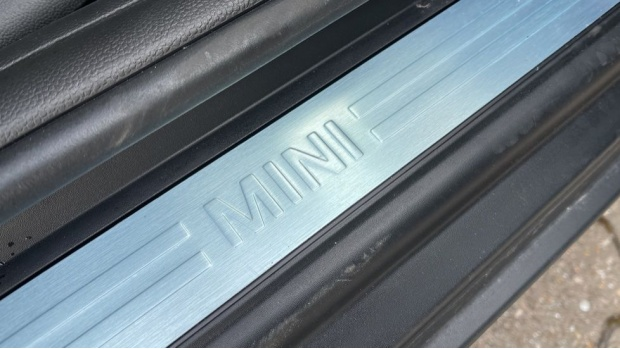 2021 MINI 3-door Cooper Classic (Grey) - Image: 38
