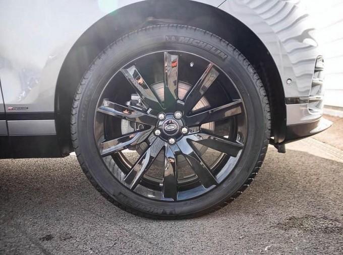 2019 Land Rover P300 R-Dynamic HSE Auto 4WD 5-door (Grey) - Image: 8