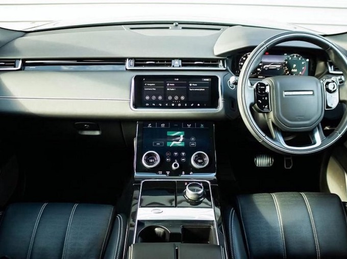 2019 Land Rover P300 R-Dynamic HSE Auto 4WD 5-door (Grey) - Image: 9