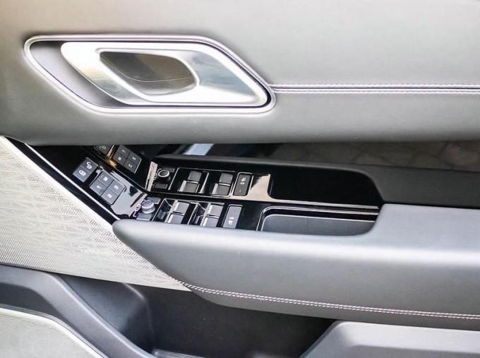 2019 Land Rover P300 R-Dynamic HSE Auto 4WD 5-door (Grey) - Image: 14