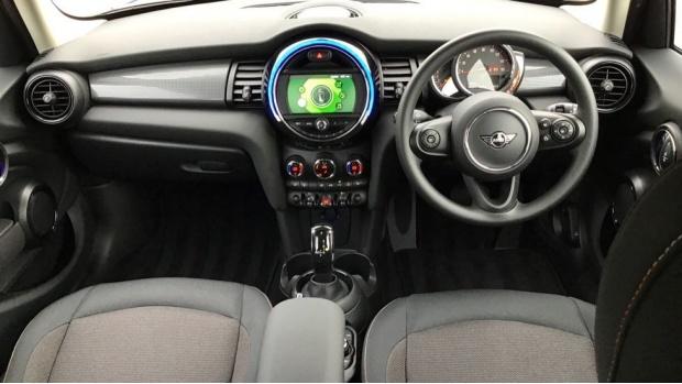 2021 MINI 5-door Cooper Classic (Blue) - Image: 4