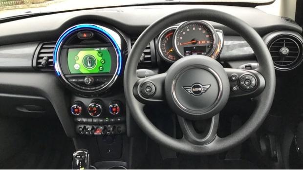 2021 MINI 5-door Cooper Classic (Blue) - Image: 5