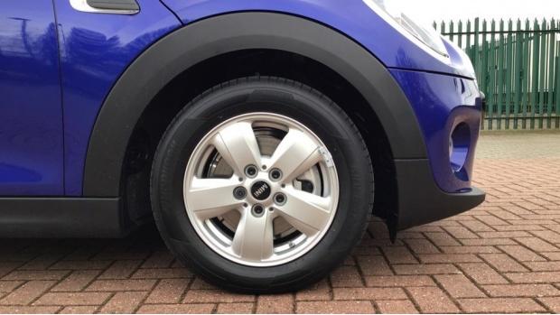 2021 MINI 5-door Cooper Classic (Blue) - Image: 14