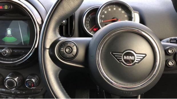 2018 MINI Cooper Classic (White) - Image: 17