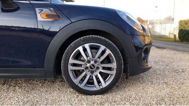 2017 MINI 5-door Cooper Seven Edition (Blue) - Image: 14