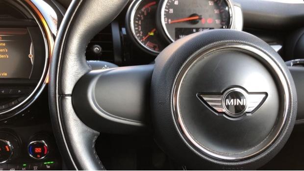 2017 MINI 5-door Cooper Seven Edition (Blue) - Image: 17
