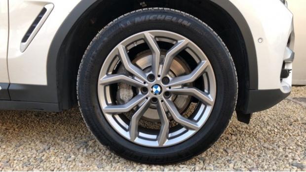 2018 BMW XDrive30d xLine (White) - Image: 14