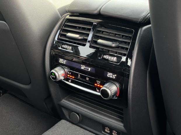 2021 BMW 4.4i V8 Competition Steptronic xDrive 4-door  - Image: 20