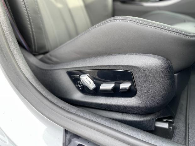 2021 BMW 4.4i V8 Competition Steptronic xDrive 4-door  - Image: 21