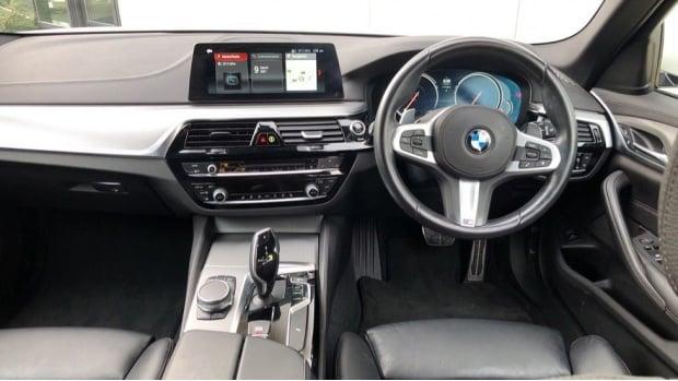 2018 BMW 520d M Sport Touring (White) - Image: 4