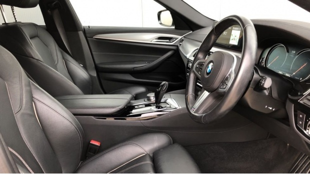 2018 BMW 520d M Sport Touring (White) - Image: 6