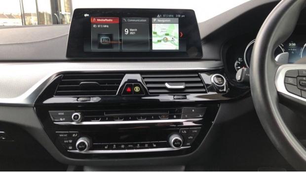 2018 BMW 520d M Sport Touring (White) - Image: 8