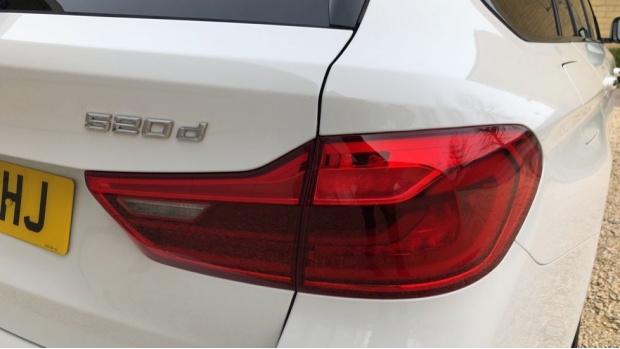 2018 BMW 520d M Sport Touring (White) - Image: 21