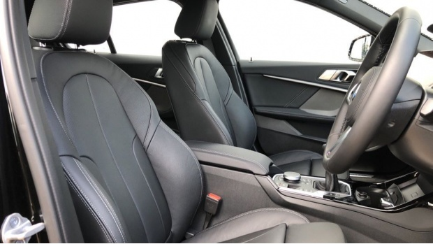 2021 BMW 118i M Sport (Black) - Image: 11