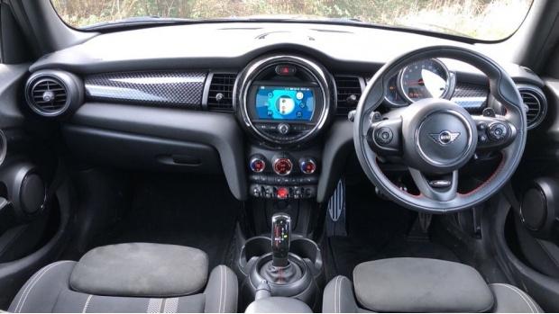 2019 MINI 5-door Cooper S Sport (Black) - Image: 4
