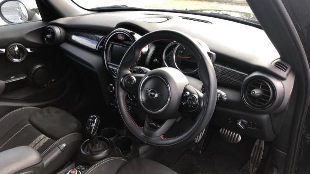2019 MINI 5-door Cooper S Sport (Black) - Image: 6