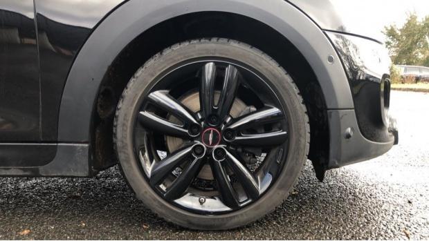 2019 MINI 5-door Cooper S Sport (Black) - Image: 14