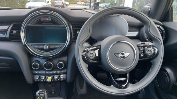 2020 MINI Electric Level 3 (Black) - Image: 5