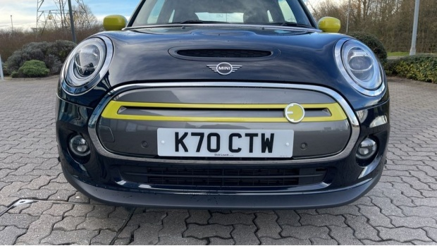 2020 MINI Electric Level 3 (Black) - Image: 30