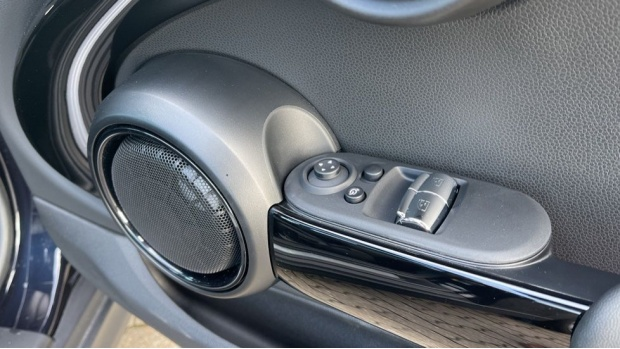 2020 MINI Electric Level 3 (Black) - Image: 40